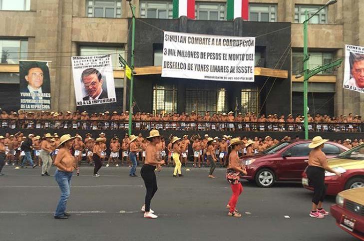 Protestan campesinos de los 400 pueblos frente al Senado