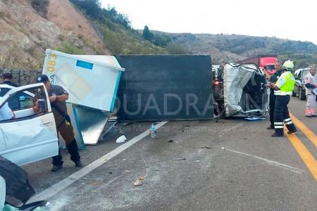Fuerte choque en Asunción Nochixtlán deja 1 muerto y 2 heridos