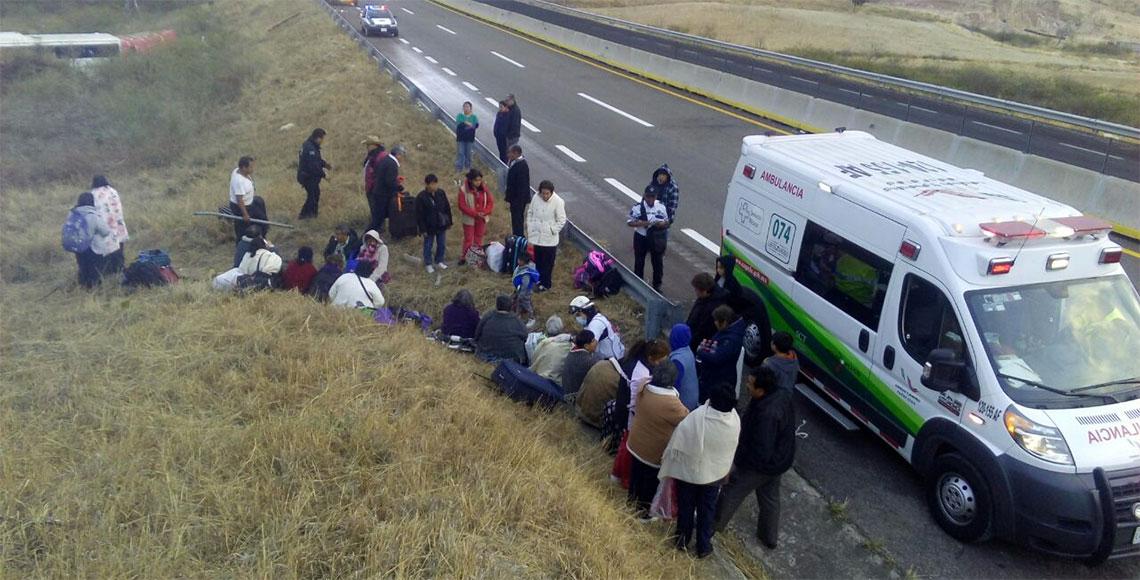 Choque entre autobús y torton deja 3 heridos en Oaxaca