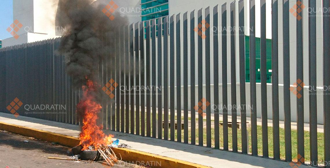 Cercan Congreso de Oaxaca; piden solución a conflicto postelectoral