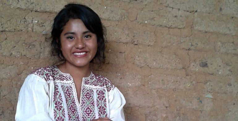 Gana poeta oaxaqueña premio Cenzontle 2017 en lenguas originarias