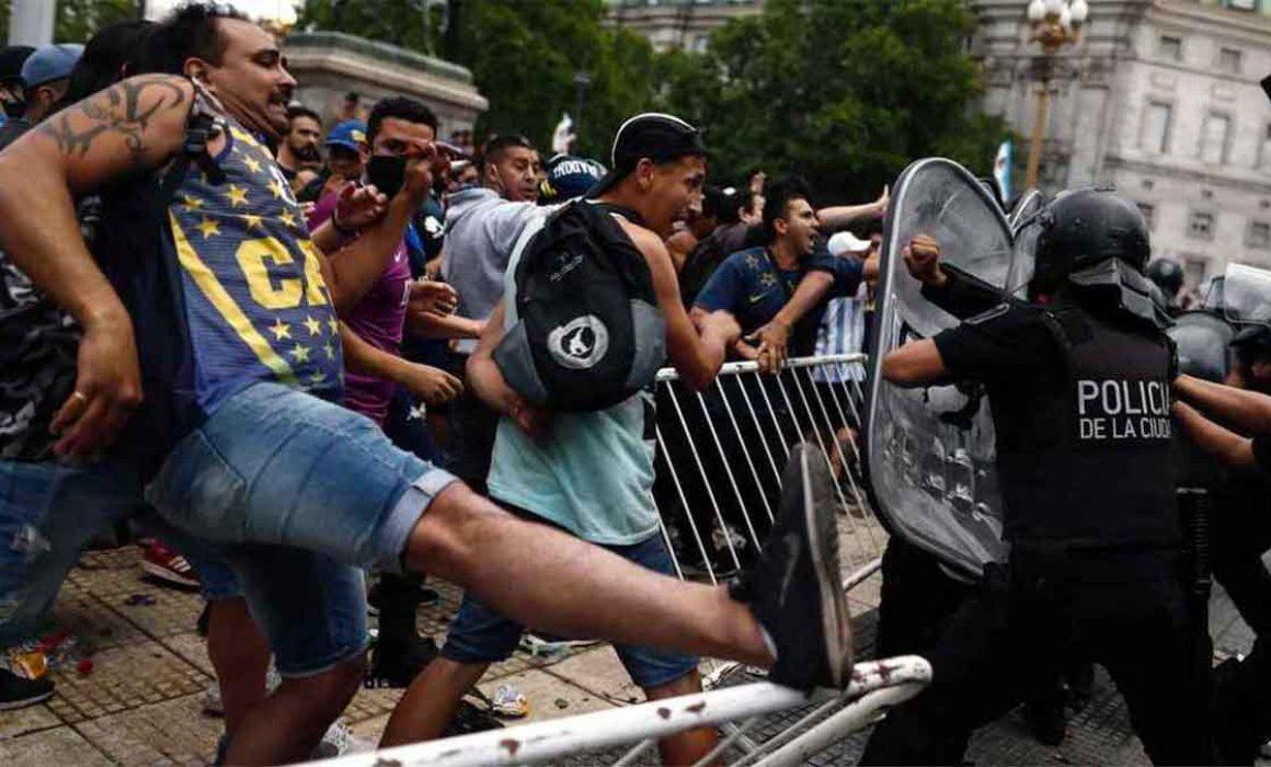 Interrumpen funeral de Maradona por disturbios
