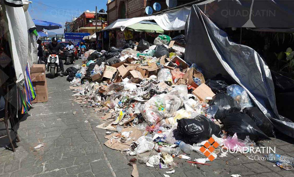 Con basura turismo en la ciudad de Oaxaca