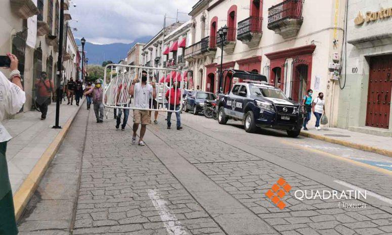 Retiran vallas que obstruían paso en el centro de la Ciudad de Oaxaca